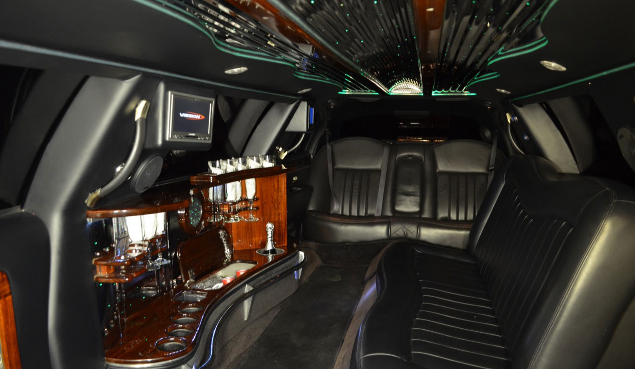 8P_Limo_Int_1